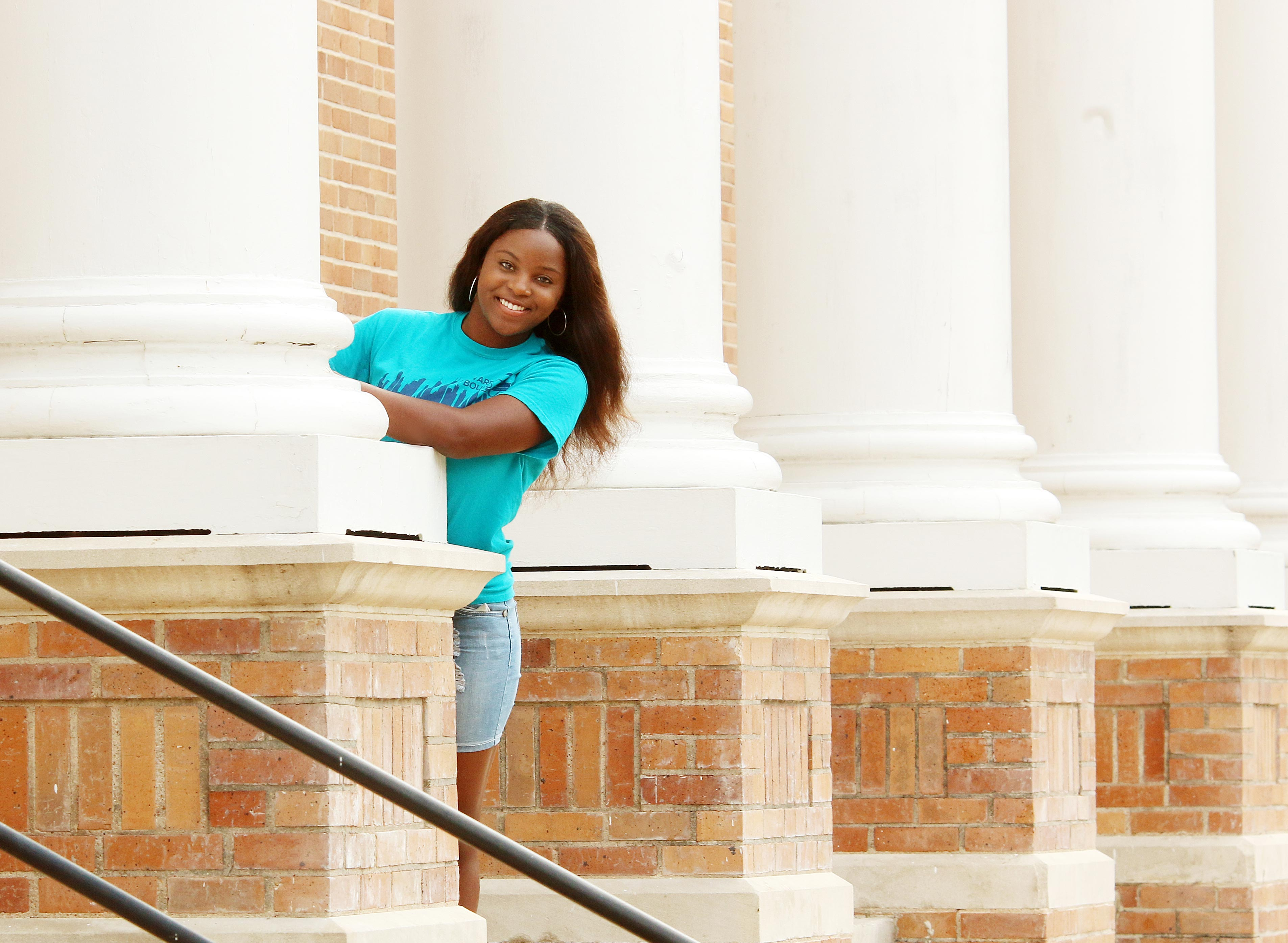 Student's commitment to service earns scholarship